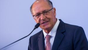 Alckmin muda tom e alfineta Bolsonaro durante agenda em Santa Catarina