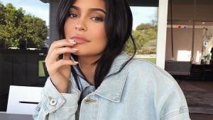 Kylie Jenner é criticada por pedir dinheiro dos fãs