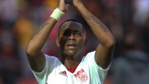 Santos oferece R$ 500 mil mensais para Robinho; jogador manifesta desejo de voltar