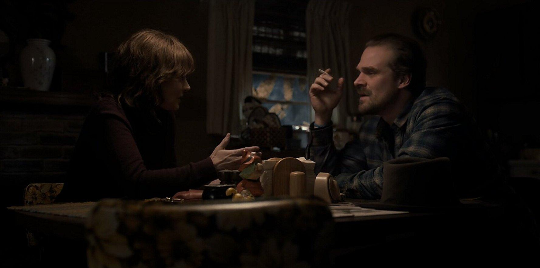 American Horror Story Cenas Quentes por cenas com cigarro, netflix é criticada por organização