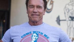 Arnold Schwarzenegger se vacina contra a Covid-19 e incentiva população: 'Venha comigo se quiser viver!'