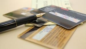 Juros do cartão de crédito podem chegar a 875% ao ano, diz Proteste