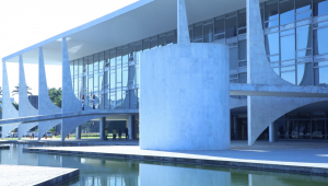 Brasil recua em ranking global de percepção da corrupção
