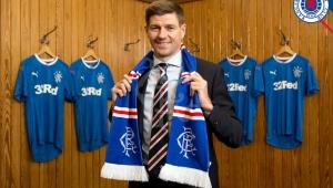 Gerrard, que trabalhava como técnico do sub-18 do Liverpool, terá seu primeiro desafio como técnico profissional.