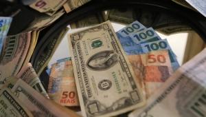 Dólar cai a R$ 4,18, atrai compradores e termina o dia em R$ 4,20