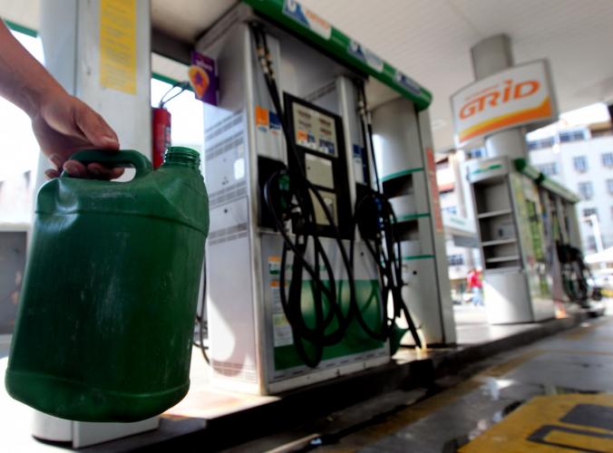 Preço da gasolina registra nova alta e se mantém acima de R$ 6; valor máximo chega a R$ 7,23