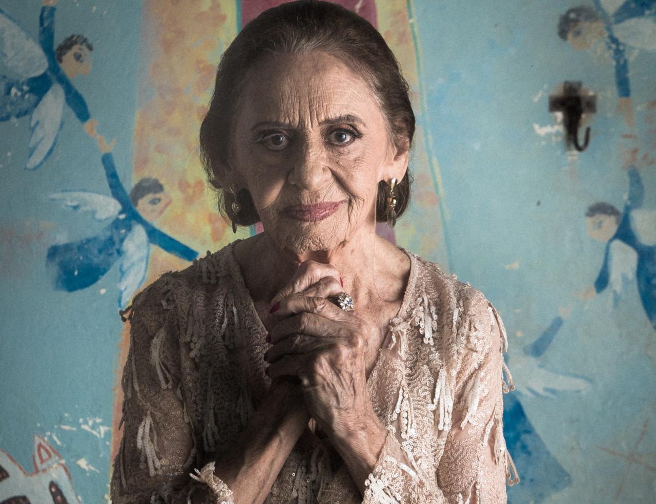 """Aos 90, Laura Cardoso celebra personagem cafetina: """"ela me fez mais feliz"""""""