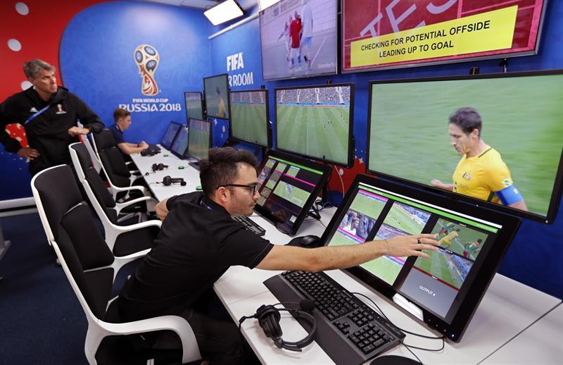 Fifa faz balanço positivo do uso do VAR durante a Copa do Mundo