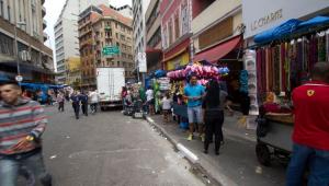 Comércio popular ignora quarentena em SP
