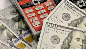 Dólar tem sexta queda seguida e recua para R$ 4,12, menor nível em um mês