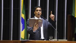 'Políticos do Rio levam armas e drogas para comunidades', diz Cabo Daciolo