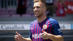 Arthur volta a ficar fora de lista de relacionados para jogo do Barcelona