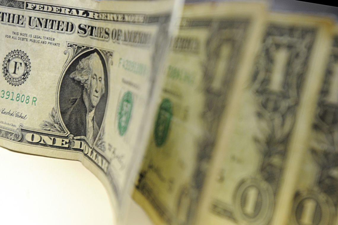 Dólar fecha praticamente zerado nesta segunda-feira depois de encerrar a sexta semana seguida em queda