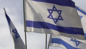 Israel e Emirados Árabes assinam acordo de paz histórico com ajuda de Trump