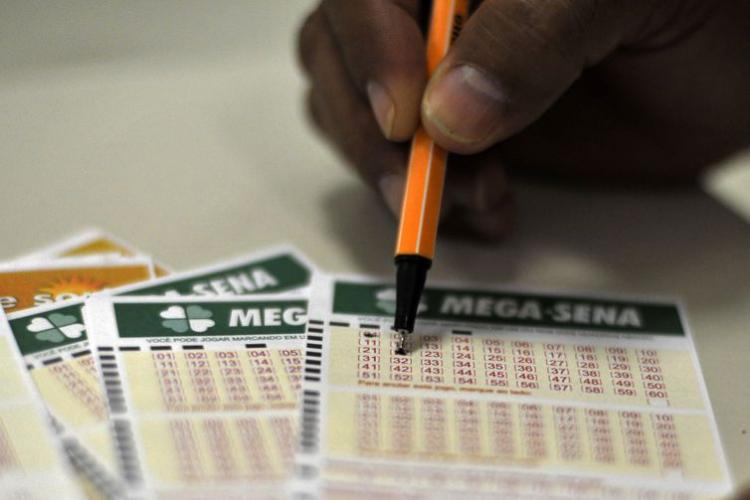 Mega-Sena acumula e pagará R$ 40 milhões no próximo concurso; veja dezenas sorteadas