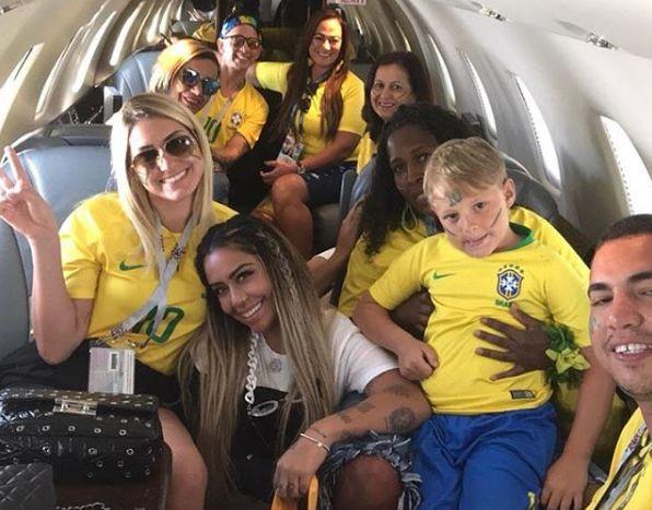 Família De Neymar Viaja De Jatinho Para Assistir Ao Jogo
