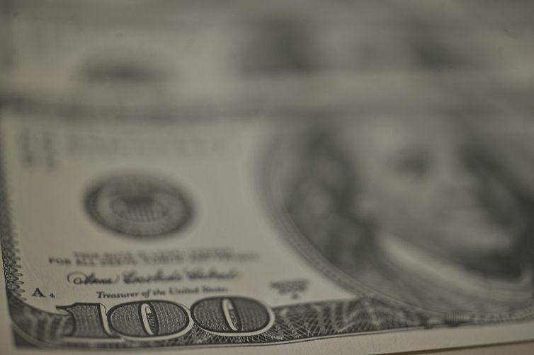 Dólar registra queda com investidores analisando rumos da política fiscal Congresso aprovar projeto que libera crédito extraordinário