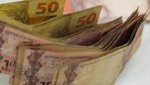 Governo publica lei que garante auxílio emergencial de R$ 600 a informais