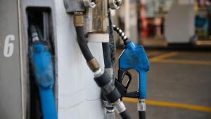 Aumento de 7,6% da gasolina preocupa motoristas e donos de postos, diz sindicato
