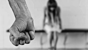 90% das vítimas de feminicídio foram mortas pelo companheiro ou pelo ex, aponta anuário