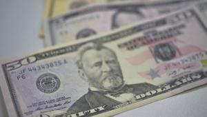 Dólar sobe com desemprego e risco fiscal no radar; Ibovespa ultrapassa 111 mil pontos