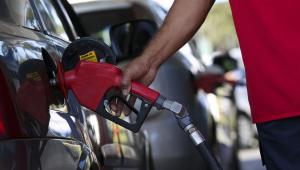 Petrobras anuncia reajuste de 4% no preço da gasolina nas refinarias