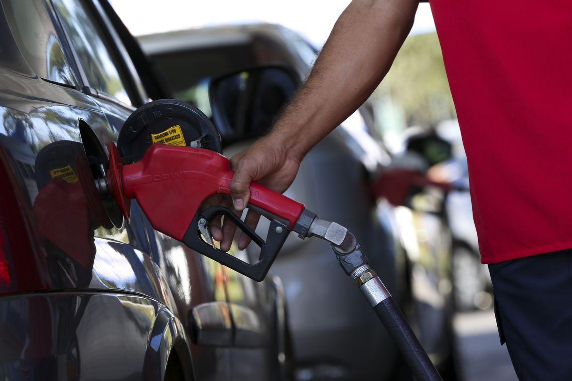 Alta de 11,23% dos combustíveis foi o principal fator do aumento da inflação em março