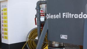 Em aceno aos caminhoneiros, presidente Jair Bolsonaro anuncia corte na cobrança do imposto federal sobre o litro do diesel