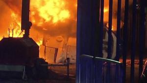 Helicóptero de dono do Leicester cai ao lado do estádio após fim da partida
