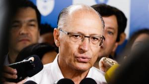 Ex-governador fala com jornalistas