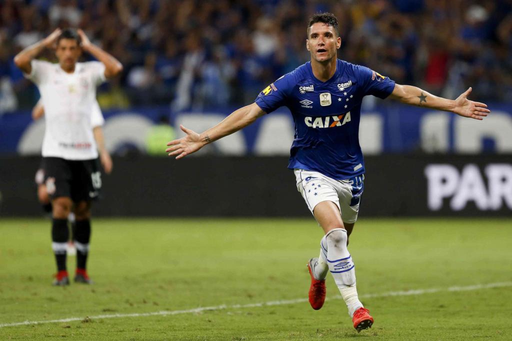 [COMENTE] Acumulando polêmicas no Cruzeiro, Thiago Neves faria bem ao elenco do Corinthians?