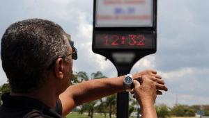 Mesmo sem horário de verão, celulares atrasam relógio em uma hora; saiba como resolver