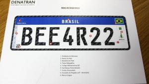 Placas com padrão Mercosul vão dar mais segurança para motoristas, diz Detran