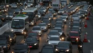 Rodovias de SP receberão 2,4 mi veículos no Carnaval; bancos fecham segunda e terça