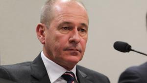 Ministro da defesa diz que óleo é 'problema conjunto'
