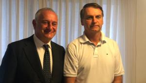 O presidente Jair Bolsonaro se reuniu na manhã desta segunda-feira com o embaixador da Itália no Brasil, Antonio Bernardini, em sua casa na Barra da Tijuca, Rio de Janeiro