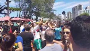 O presidente eleito, Jair Bolsonaro (PSL), foi à Praia da Barra, no Rio de Janeiro, neste domingo (11), onde foi ovacionado pelos frequentadores do local
