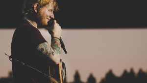 Chef Gordon Ramsay paga quase R$3 mi para Ed Sheeran tocar em festa da filha