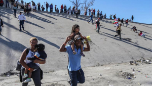 Mais 17 brasileiros deportados pelo governo dos EUA chegam a Belo Horizonte