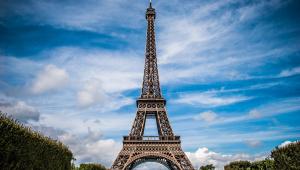 Torre Eiffel é evacuada em Paris após ameaça de bomba