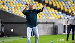 Abel Braga durante partida do Fluminense
