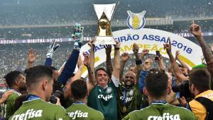 Torcida organizada do Santos repudia presença de Bolsonaro em clássico