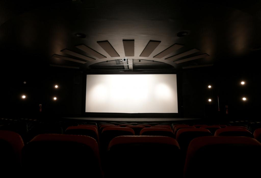 Cinemas da cidade de SP voltam a funcionar depois de meses | Jovem Pan