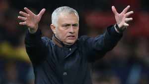 Tottenham anuncia José Mourinho como treinador até 2023