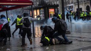 Segundo o Ministério do Interior da França, 136 mil manifestantes foram às ruas neste sábado (8) nos protestos dos chamados 'coletes amarelos'