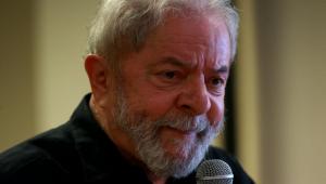Presidente Lula falando ao micrfone