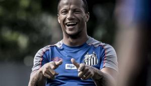 Carlos Sánchez informa ao Santos que se reapresenta no sábado