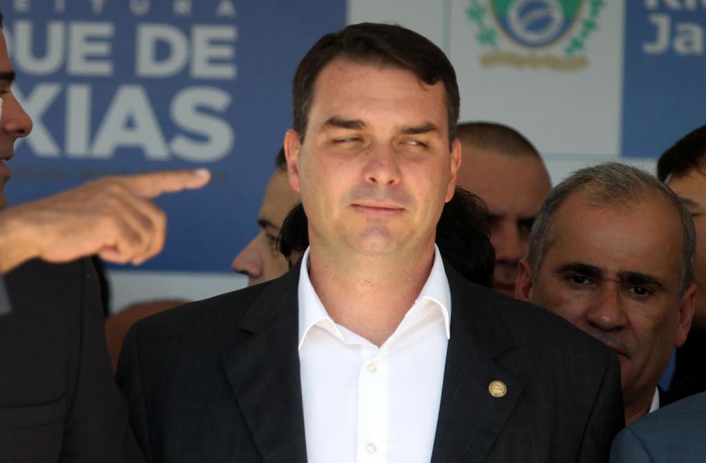 Resultado de imagem para foto de flavio bolsonaro