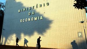 Aumento do desemprego e disparada do gasto público atrasam benefícios da reforma previdenciária
