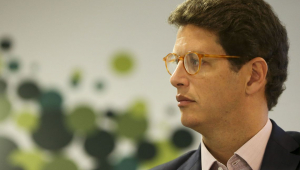 Salles diz que Brasil vai buscar recursos estrangeiros 'que foram prometidos' para a Amazônia
